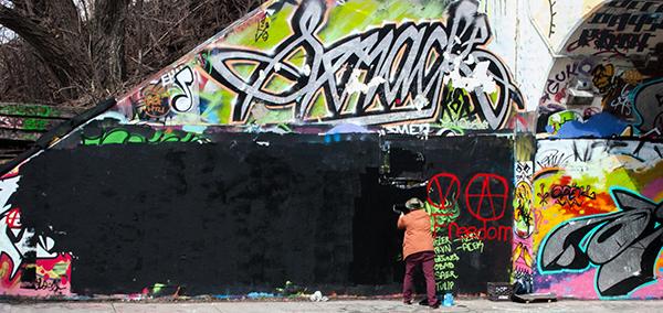 recouvrement par un graffiteurs sous le tunnel De Rouen.