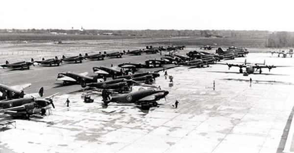 Les avions de la Station Lachine de l'Aviation Royale Canadienne.