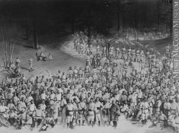 Le Montreal Snowshoe Club sur le Mont-Royal. Photo: Musée McCord.