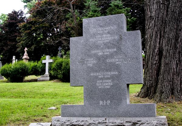 monument de la famille Cormier au Cimetière Notre-Dame-des-Neiges.