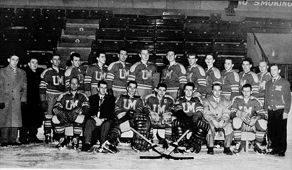 L'Équipe de hockey des Carabins de 1956-1957. Photo: Division de la gestion de documents et des archives de l'Université de Montréal.