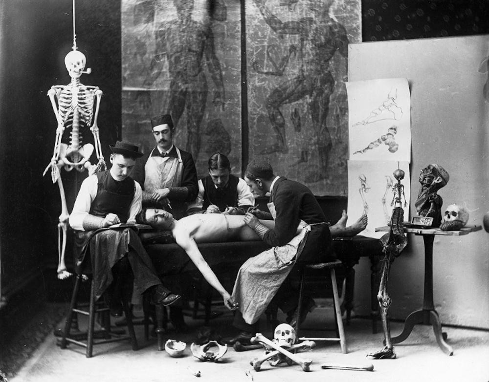 Étudiants qui simulent une autopsie sur un de leurs confrères, 1884