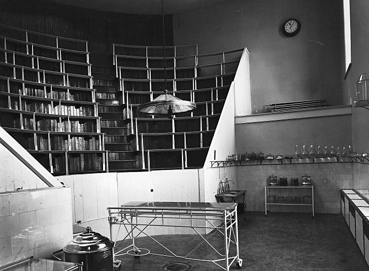 Salle d'opération avec gradins pour étudiants de l'hôpital Royal-Victoria, 1894