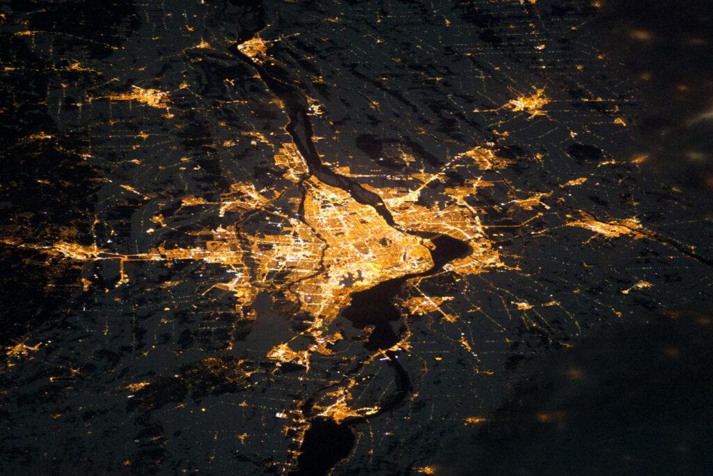 Montréal de Nuit capturé de la Station Spatiale International le 24 décembre 2010
