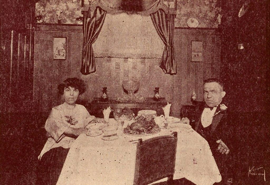 Le couple Nicol dans la salle à manger