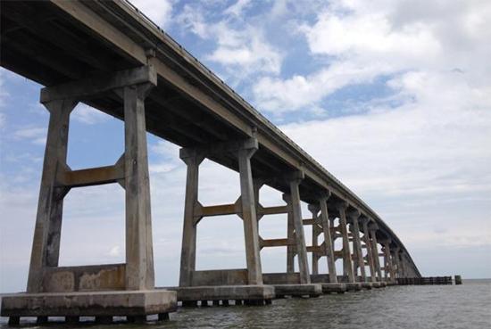 Les piles du Pont Bonner en Caroline du Nord.