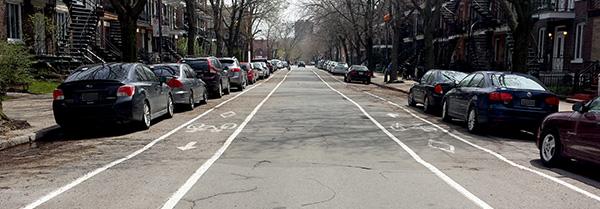Rue Valois, sens unique avec deux pistes cyclables.