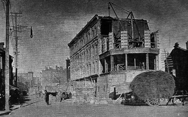 Construction de la tour octogonale  en 1890.