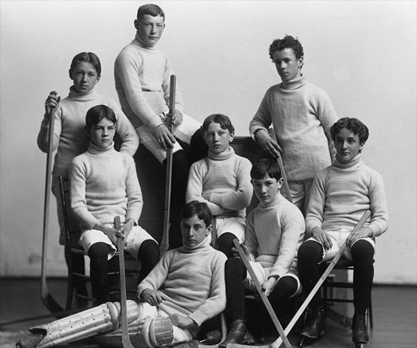 L'équipe de hockey du Collège Loyola.  Photo:  Musée McCord, Wm. Notman & Son, 1899, II-128617