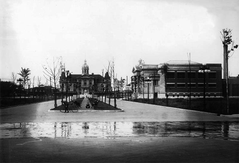 Vue du Marché et du bain Maisonneuve en 1916.