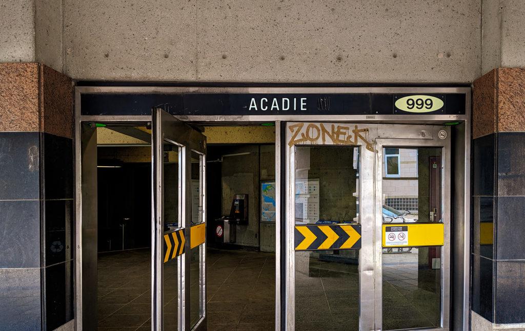 Édicule de la Station Acadie du réseau souterrain du métro de Montréal STM