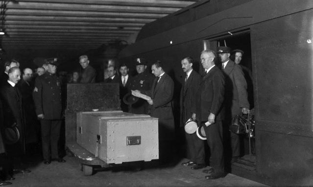 Le cercueil de Harry Houdini arrivant à New York