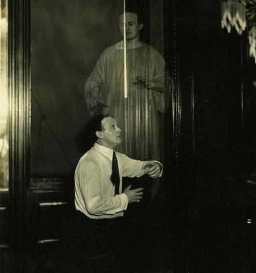 L'esprit d'Houdini apparaissant à Houdini, 1920