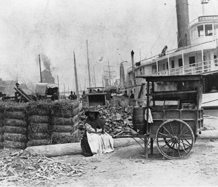 Vendeuse d'eau dans le port de Montréal