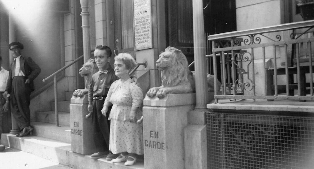 Rose Dufresne-Nicol et Philippe Junior devant le Palais du 961 Rachel Est.