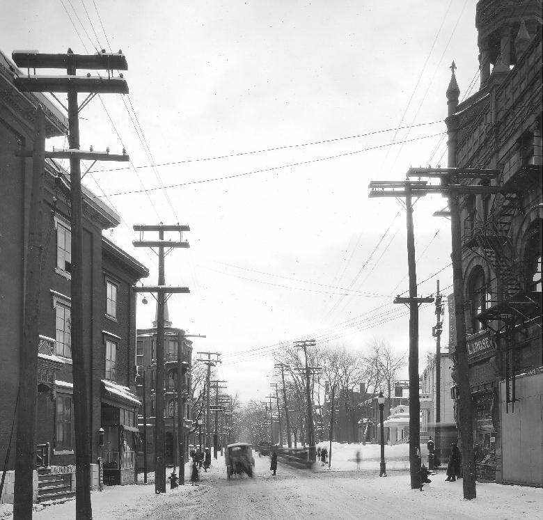 Rue Sherbrooke vers l'édifice Godin en 1927