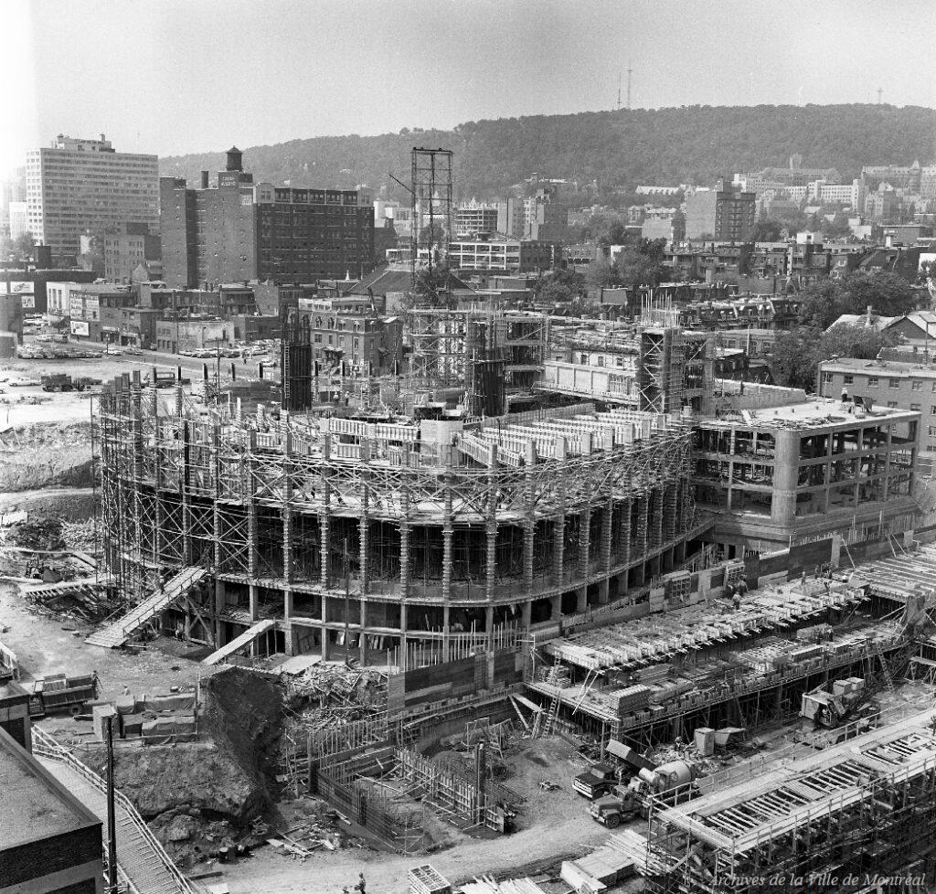 Construction de la Place des Arts
